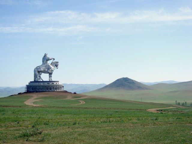 Huge statue of a roman soldier sitting on a horse, surveying the surrounding landscape.