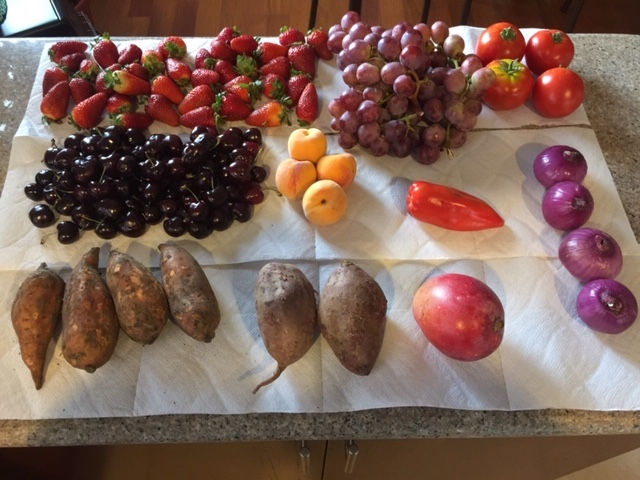 Photo representing how much cheaper fruits and veges are in Ecuador.